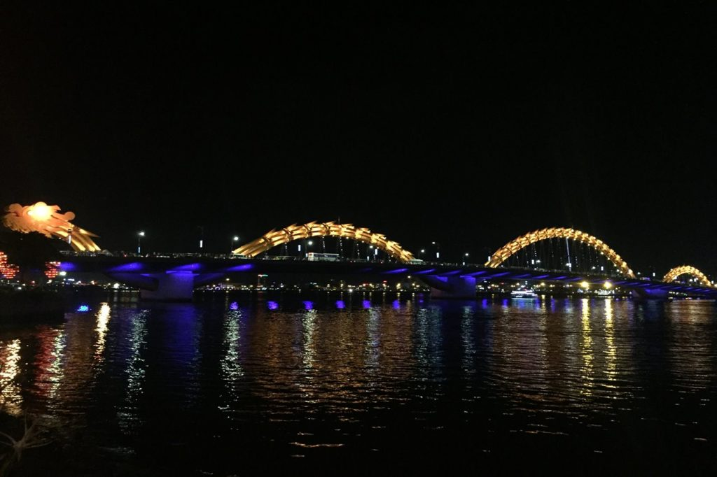 夜のロン橋