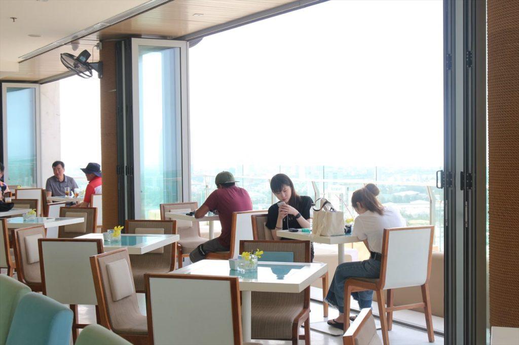 ダナンのミーケービーチ側のホテルレストラン