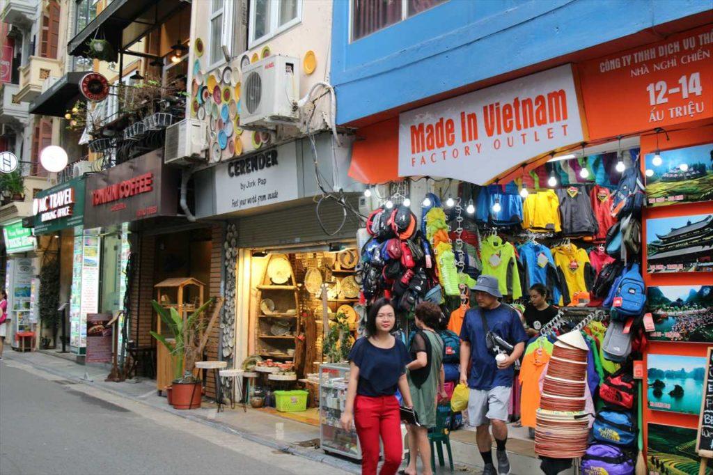 ハノイのアウチウ通りの雑貨店