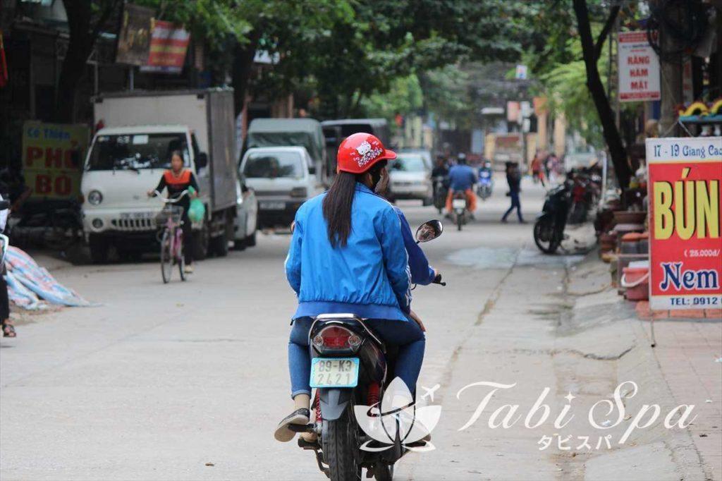 ベトナムのバイクタクシーを利用