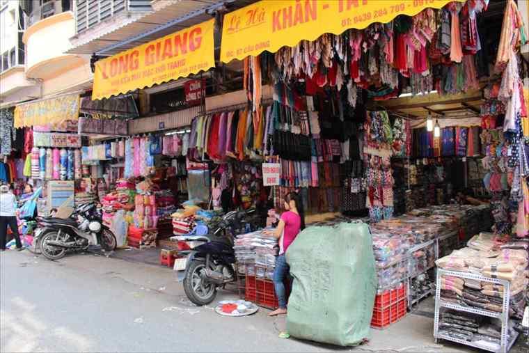 ハノイ旧市街の雑貨店