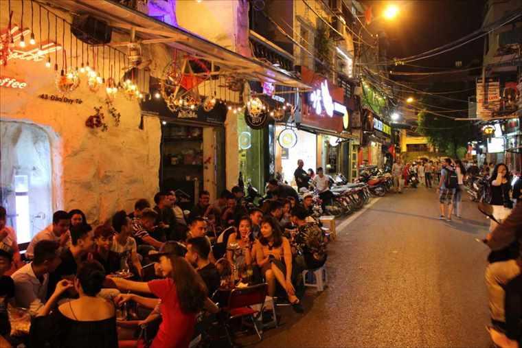 ハノイ旧市街の夜