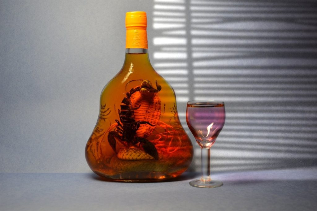 蛇とサソリのアルコール