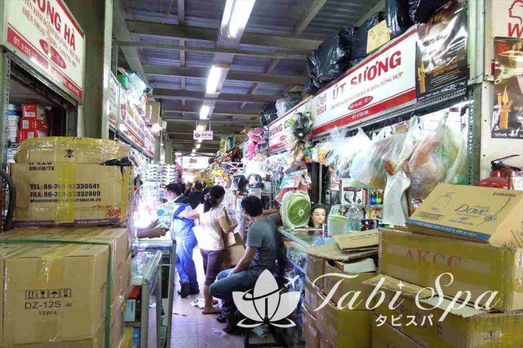 キムビエン市場の内部