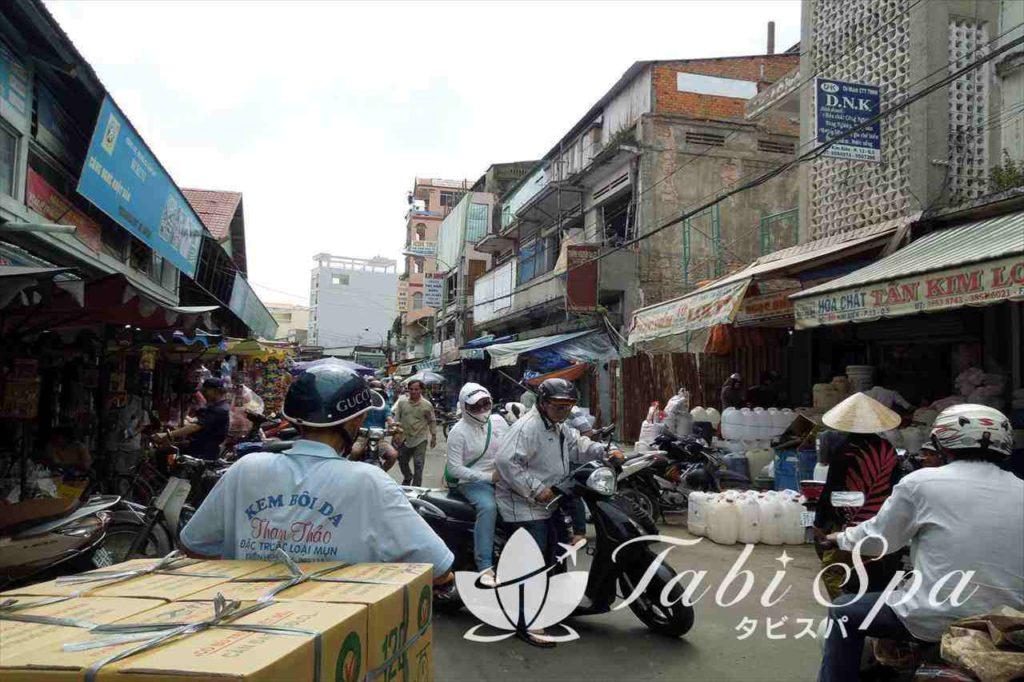 ホーチミンのキムビエン市場の周辺