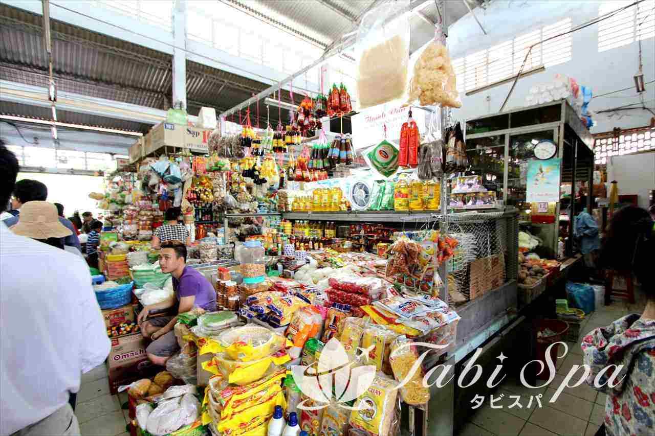 タイビン市場の日用品売り場
