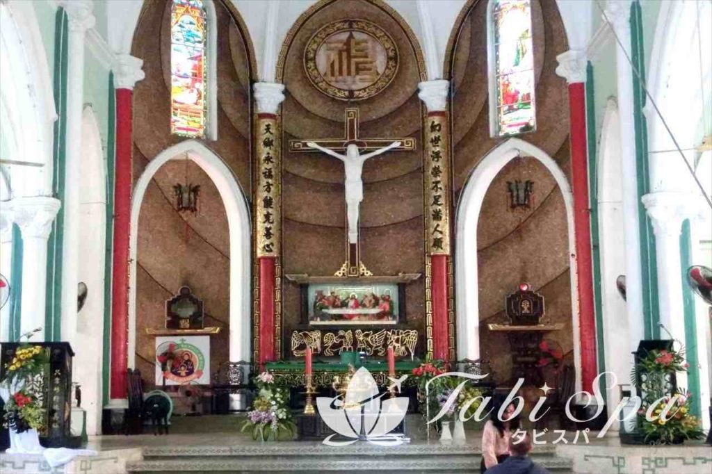 チャータム教会の内部
