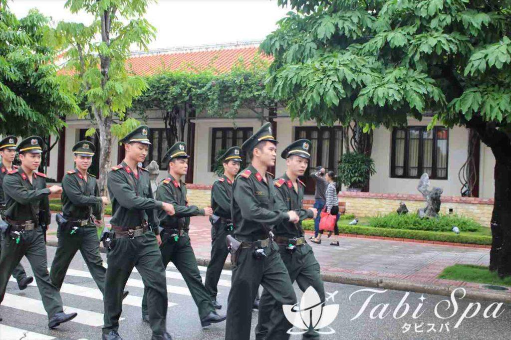 ホーチミン廟周辺の衛兵