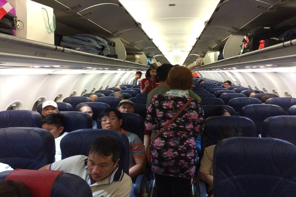 飛行機機内
