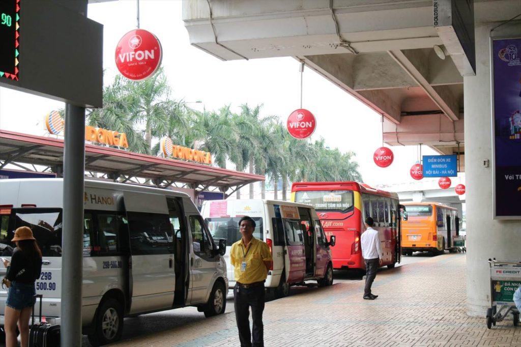 ハノイノイバイ空港のバス待機所