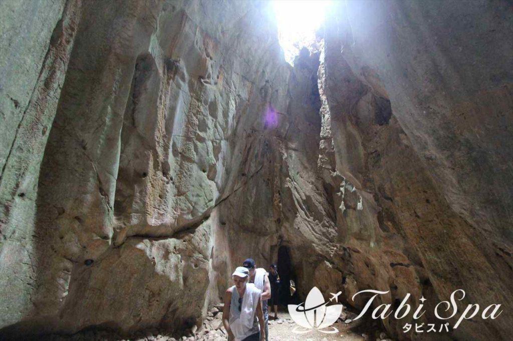 五行山の洞窟内部