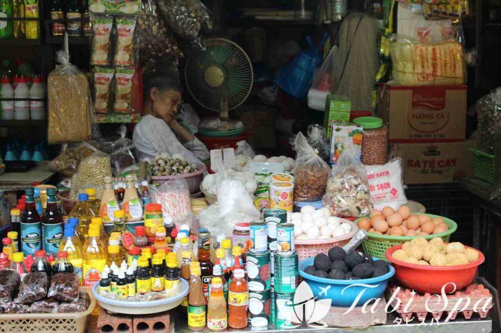 ホム市場のお店の様子