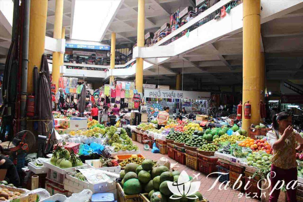 ホム市場の内部
