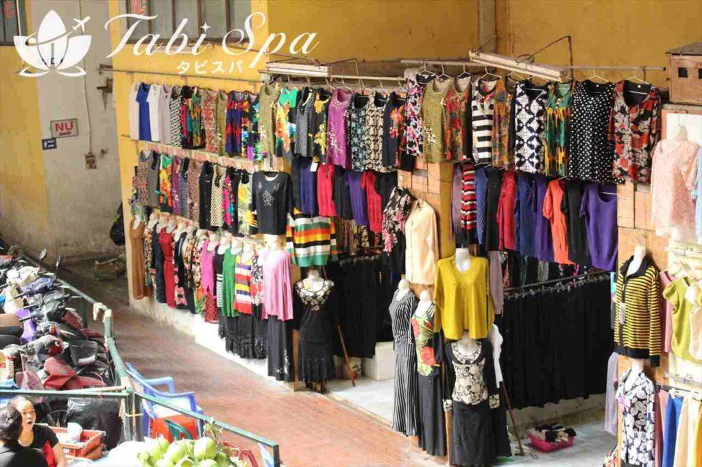 ホム市場の服飾エリア