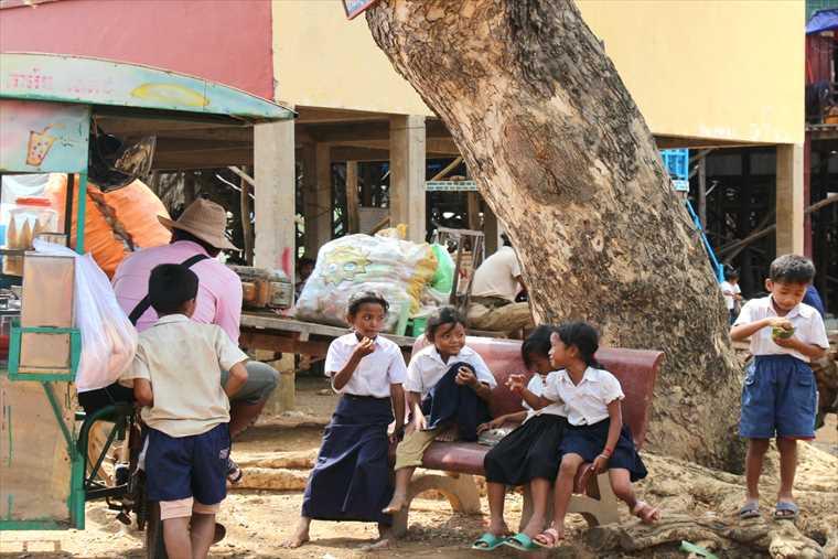 シェムリアップの小学校の子供たち