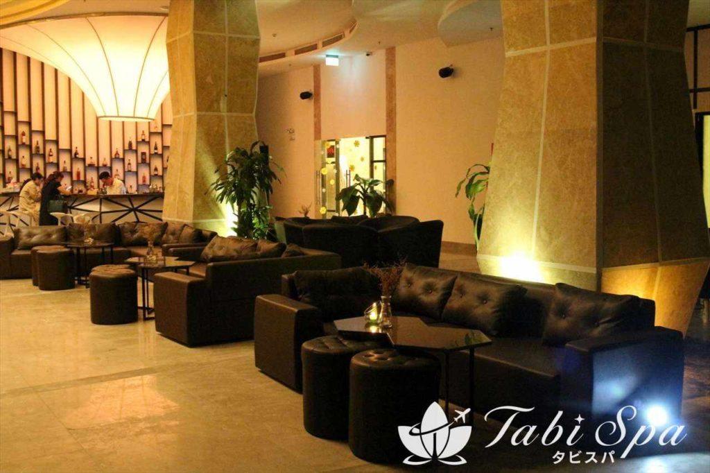グランドトゥーランホテル(Grand Tourane hotel )のスカイバーソファ席