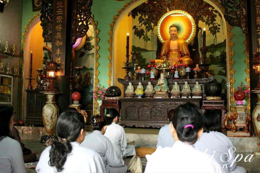 五行山の寺院でみられる光景