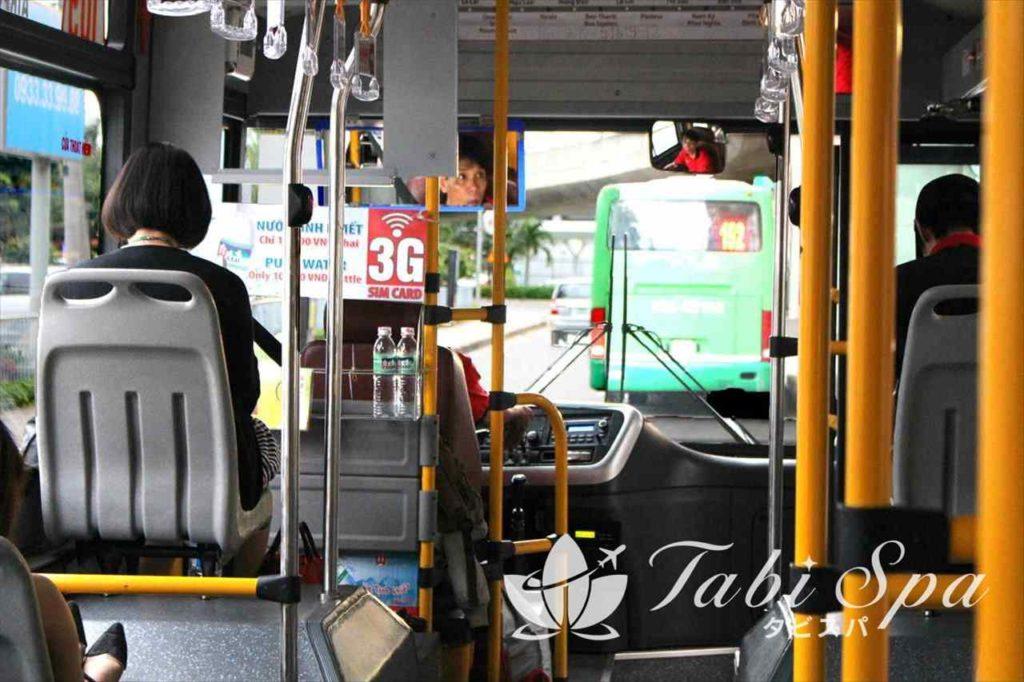 ハノイのバス車内の様子