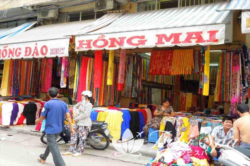 チョロンの布市場