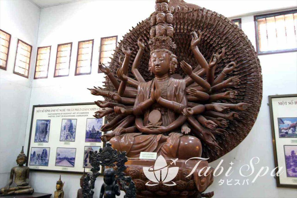 歴史博物館の大きな仏像