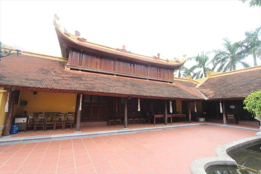 ハノイの鎮国寺の本堂