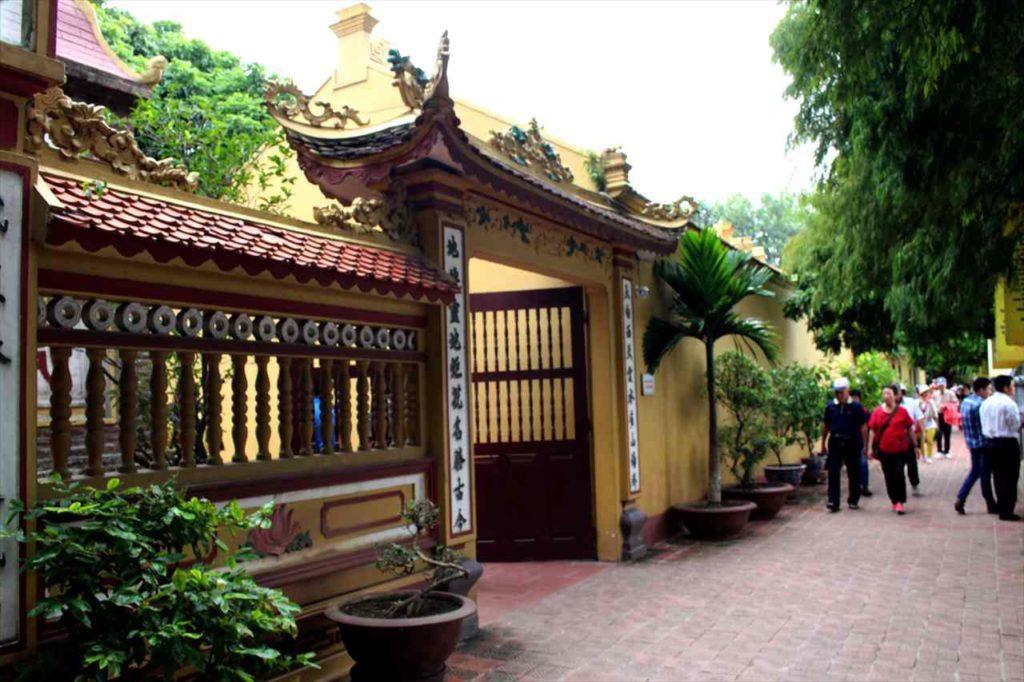 ハノイの鎮国寺の門
