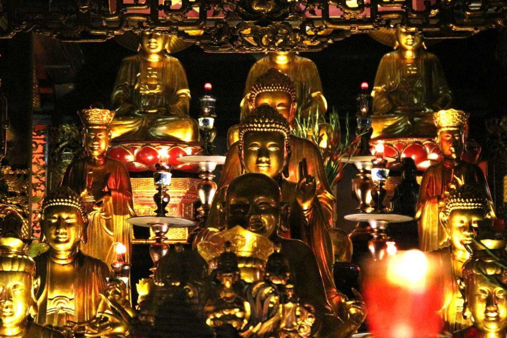 鎮国寺の本堂に祀られている仏像