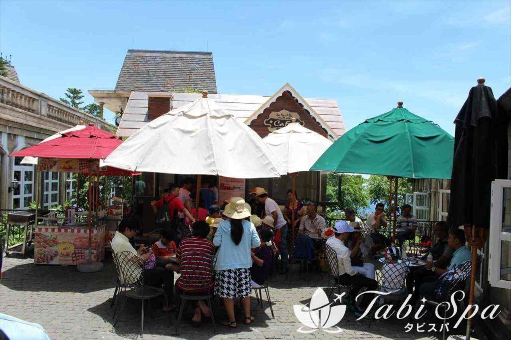 バナヒルズのオープンカフェ