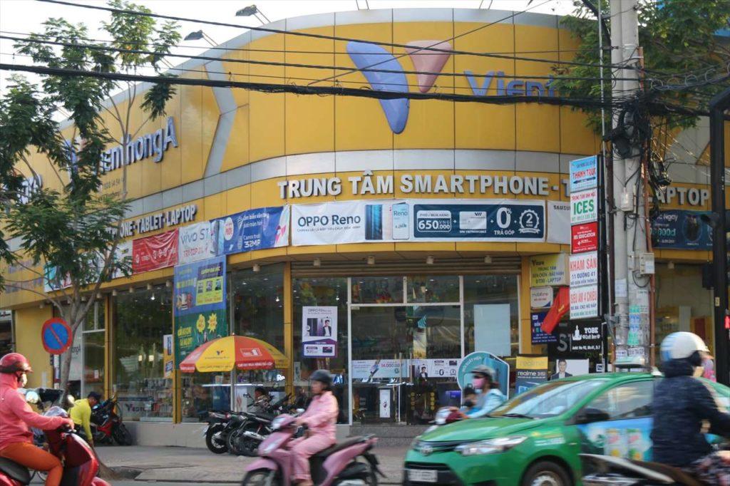 ベトナム市街地のスマホショップ