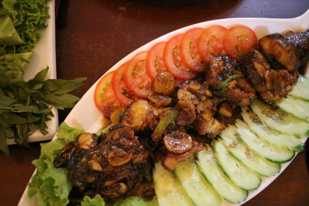 カンボジア名物の魚料理