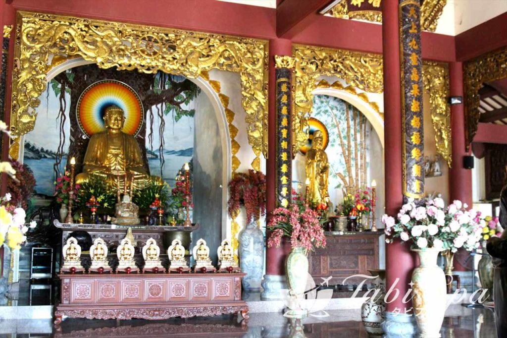 本堂に安置されている仏像