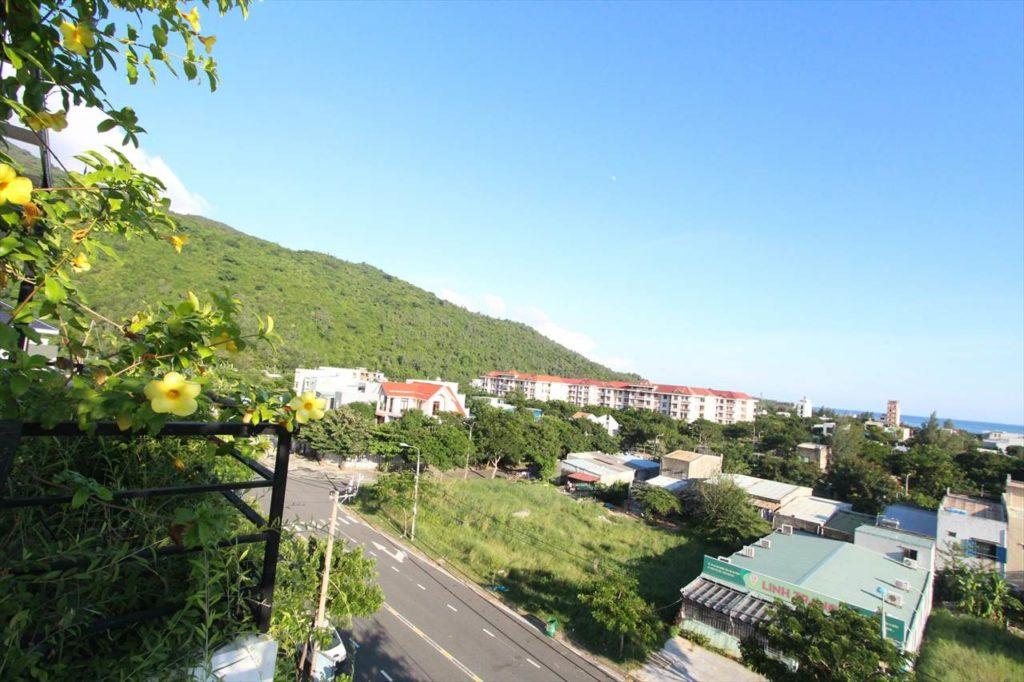 小高い丘に建つグリーンスパ