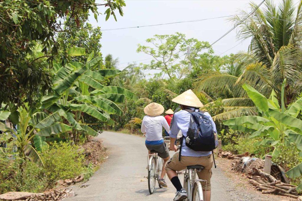 自転車で自然を散策することも