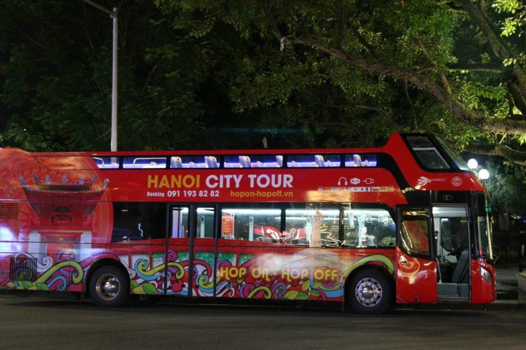ハノイのオープンバス。2階建て