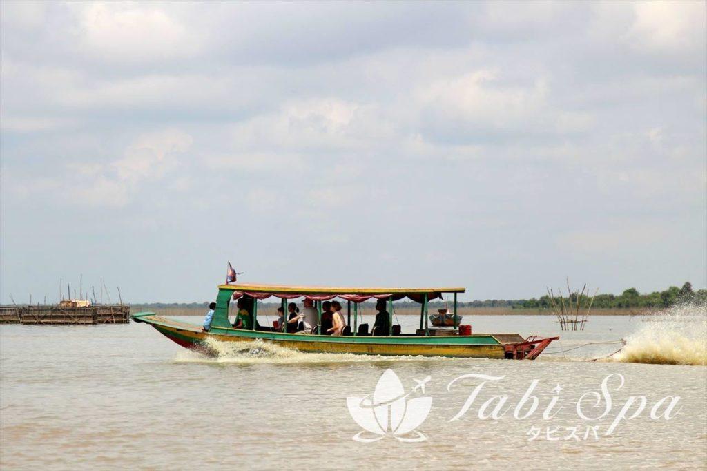 水上生活者たちの集落をめぐるツアー