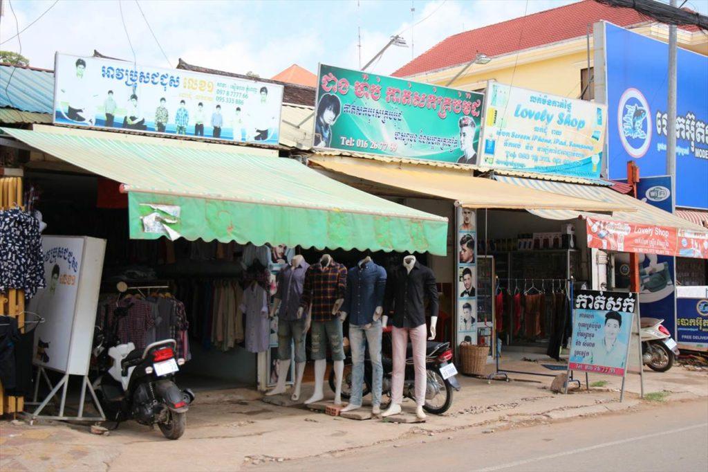 カンボジアの町角にある服屋