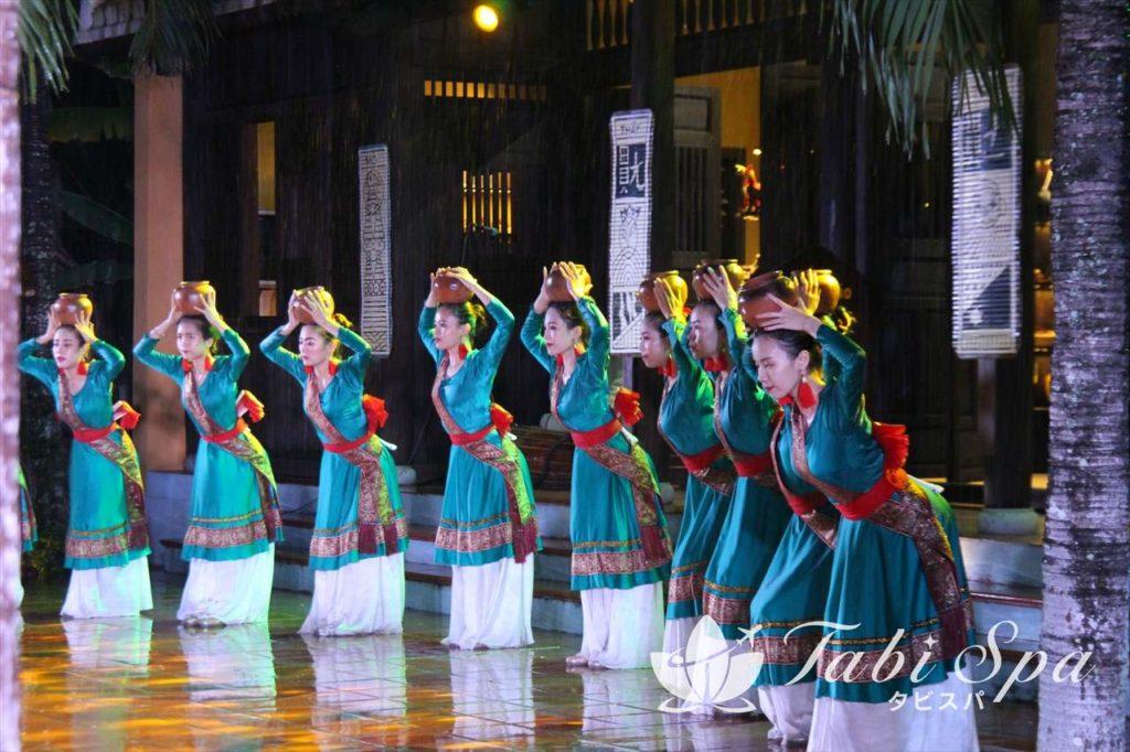 こちらは少数民族チャム族の踊り