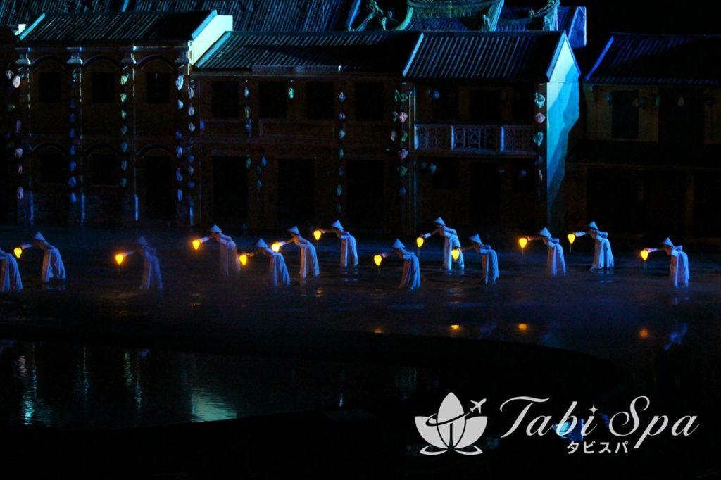 伝統のアオザイを纏った美しい舞踊