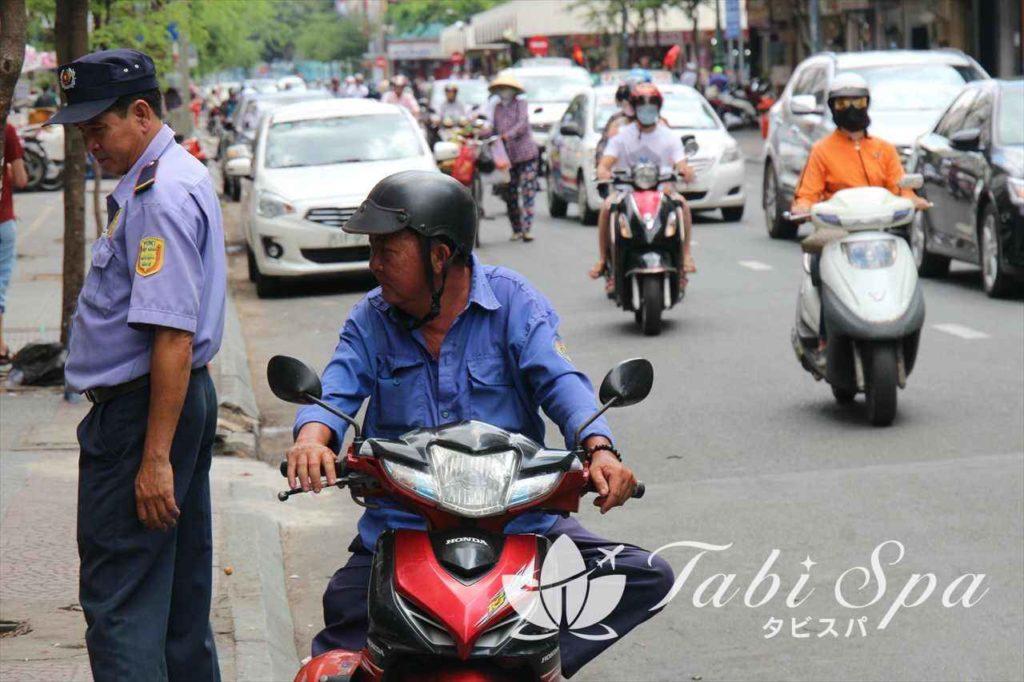 バイクタクシーも使える