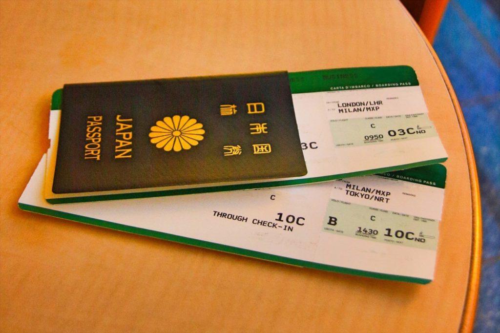 航空券。LCCは紙タイプでエコ