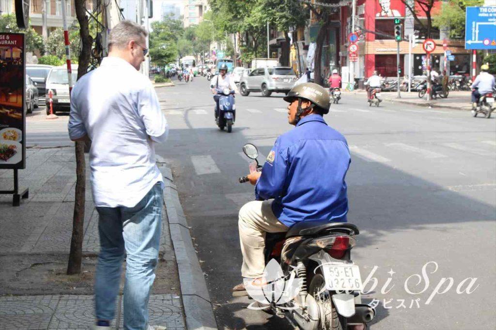 バイクタクシーは絶対に後払い