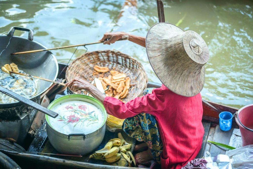 ベトナムの水上市場にて