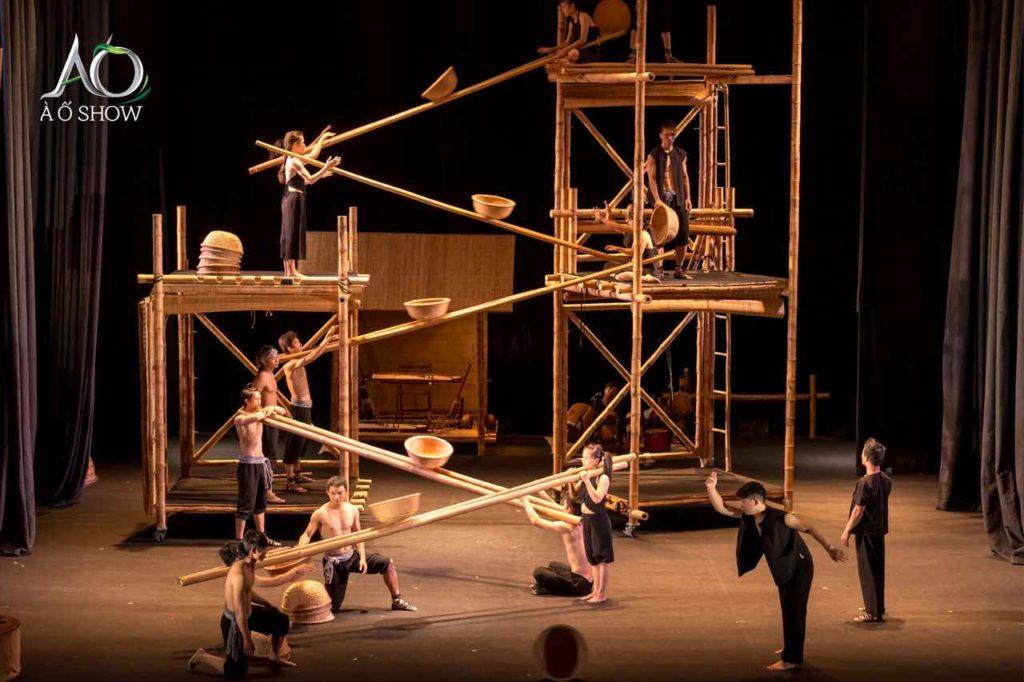 ベトナム文化をダイナミックに表現「アオショー」