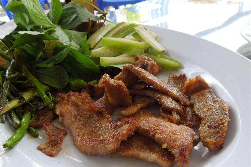 ベトナムでは庶民的な食材「ヤギのおっぱい焼肉/Thit De Vu」