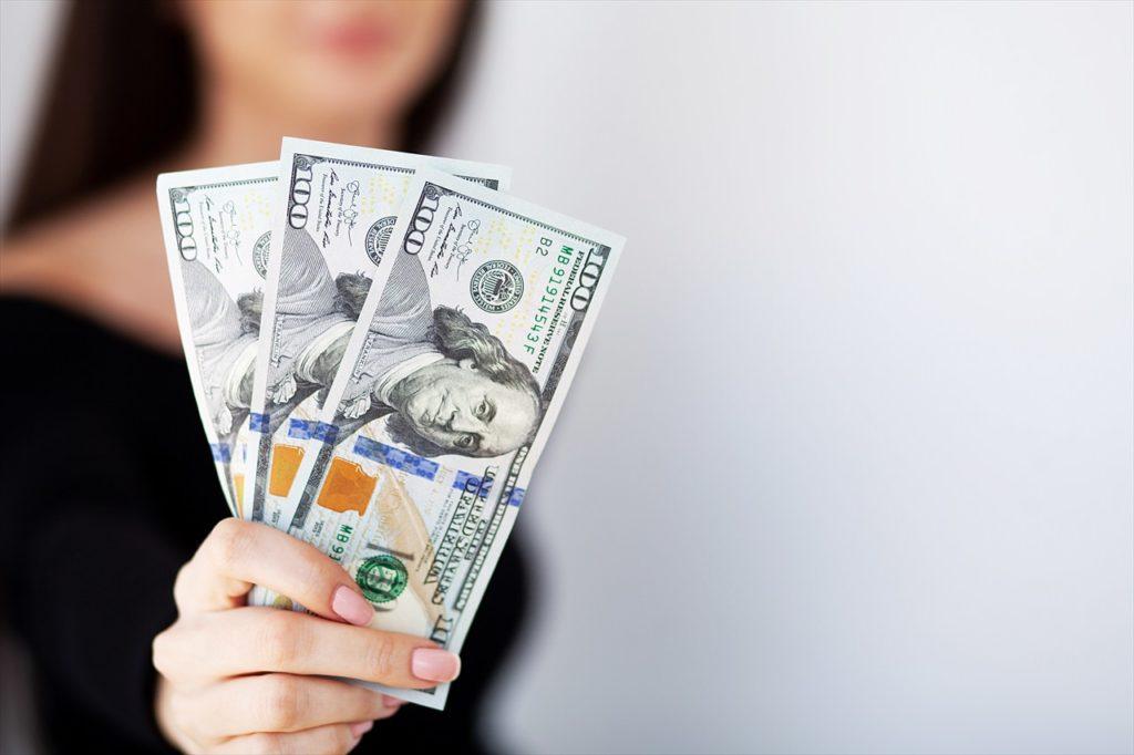 米ドル(できれば小額紙幣をたくさん)