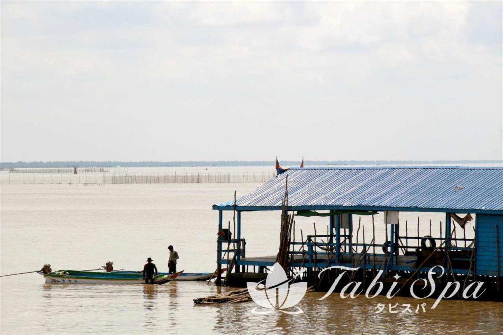 トンレサップ湖でボートクルーズ