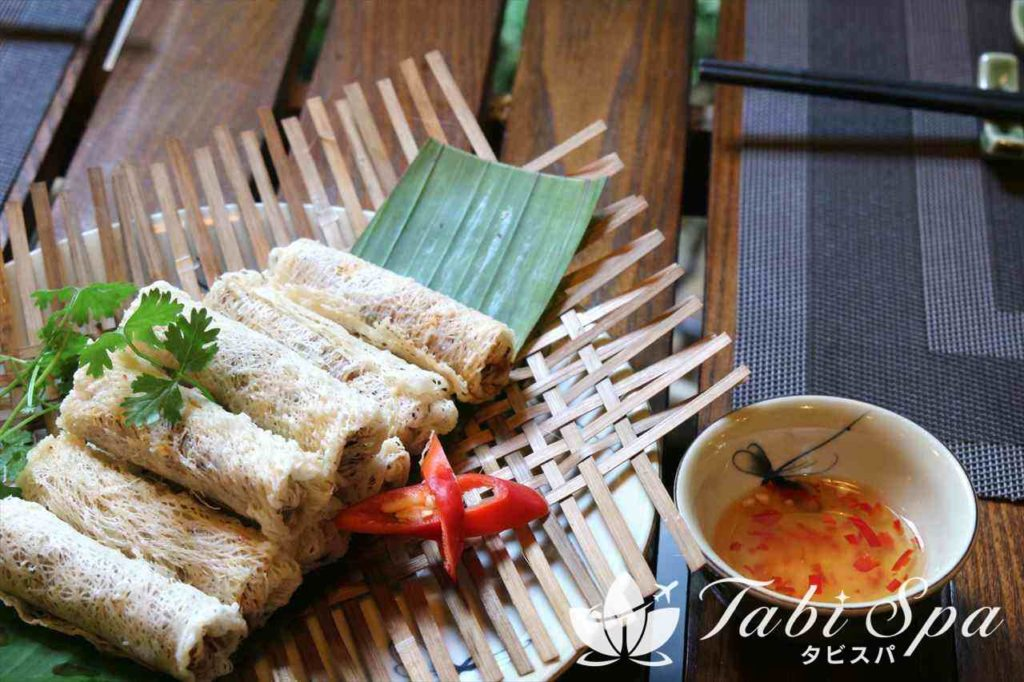 昼食:旧市街でベトナム料理を堪能!