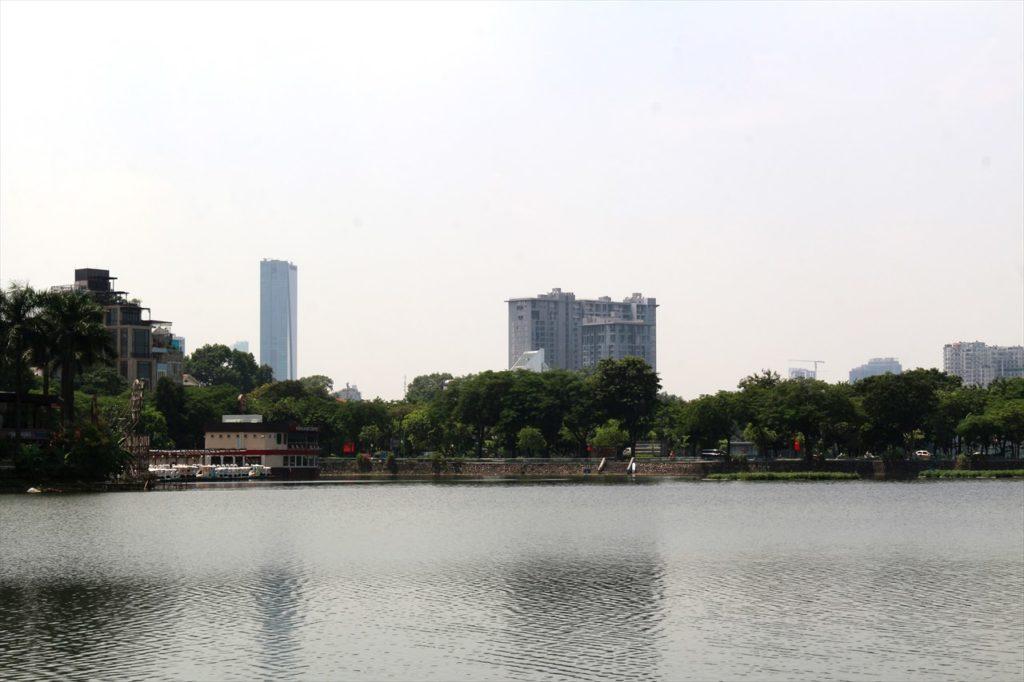 14:00〜:カップルでタイ湖と鎮国寺を散策