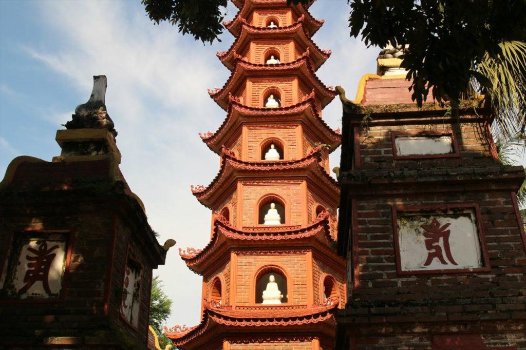 鎮国寺の墓塔