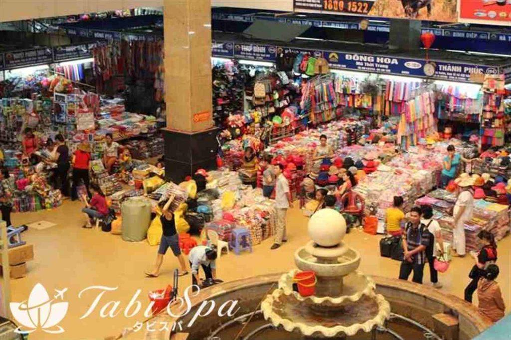 市場で買い物